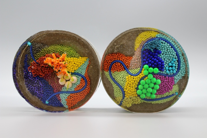 Substratum - Resin:concrete:Embroidery